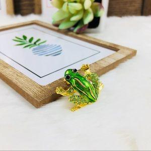 ‼️5 for $25 SALE‼️Cute little Green Frog Brooch